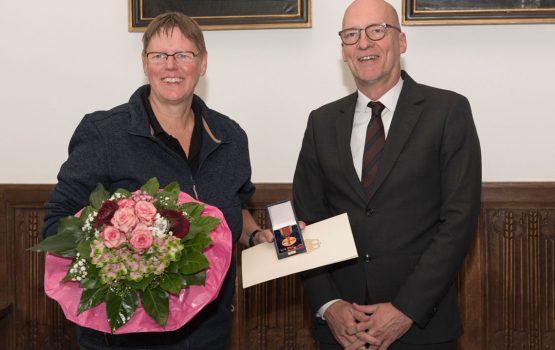 Lagerhallen Mitarbeiterin Martina Scholz erhält Bundesverdienstkreuz